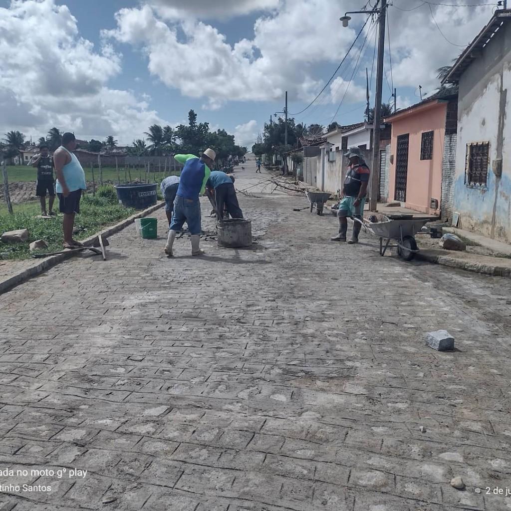 Prefeitura Municipal de Araçagi finaliza pavimentação de mais uma rua no Conjunto Santo Amaro